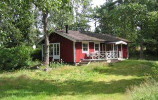 Rotes Holzhaus - Ferienhaus im Grünen